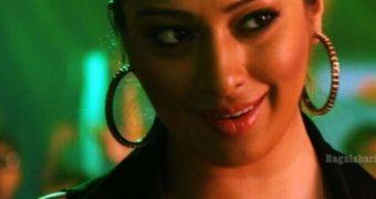 Lakshmi Rai- Spicy Balupu Item Song Stills of Busty Indian Celeb