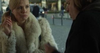Screencaps Annette Frier in Fur Coat