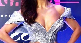 Jacqueline Fernandez- Busty Curvy Indian Bollywood Babe Hot Pics
