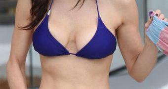 Bethenny Frankel in Bikini at a Pool in Miami