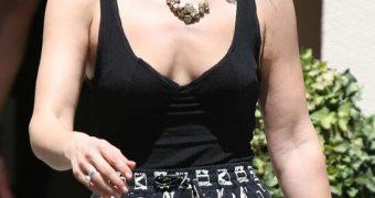 Ali Larter Leggy in Short Skirt and Black Top