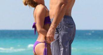 Hayden Panettiere Purple Bikini Photos in Miami