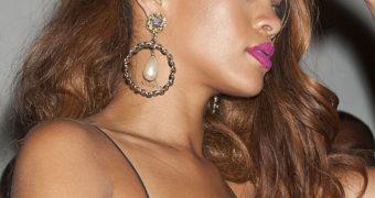 Rihanna - Leggy Candids in Miami