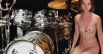 Sina Drums gets naked
