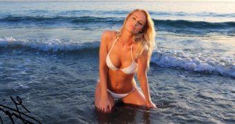 Isabel Imagination ASMR bikini