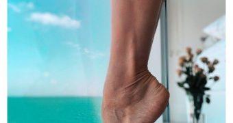 Ballerina Maria Abashova has a FOOT-FETISH