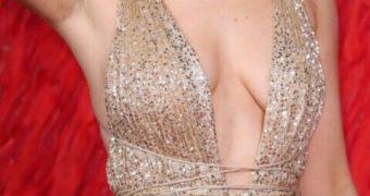 Jennifer Lawrence huge cleavage