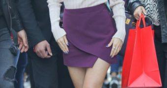 Laura Marano : sexy legs