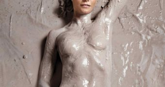 Gwyneth Paltrow - Covered In Mud Goop