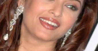 Aishwarya Rai - Beautiful Indian Diva Stunning in Gorgeous Saree