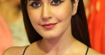 Raashi Khanna - Curvy Indian Bollywood Celeb In Hot Black Outfit