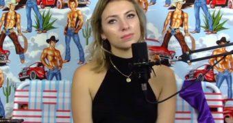 Comedian Annie Lederman Flashes Tits