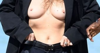 Kate Moss- Busty Supermodel Topless with Big Tits in Trench Coat