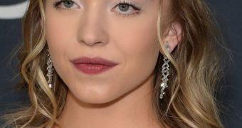 Sydney Sweeney :busty teen blonde celebrity