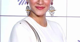 Kriti Sanon- Beautiful Indian Bollywood Diva in Stunning Lehenga