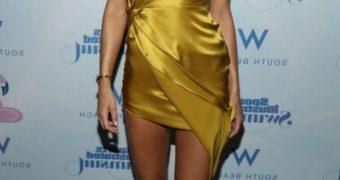 Kate Bock Is A Luscious & Leggy Feet Model