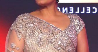 Raveena Tandon - Curvy Indian Bollywood Celeb Ravishing in Saree