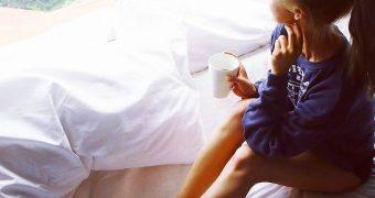 Acctress Wenjie Huang Has Crazy Cute Feet