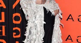 Zendaya Coleman : Seethru boobs