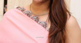 Mannara Chopra- Busty Curvy Indian Bollywood Babe Poses in Saree