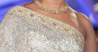 Priyanka Chopra - Curvy Indian Celeb Poses in Gorgeous Sarees