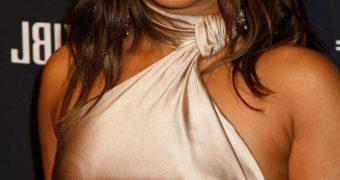Priyanka Chopra - Busty Indian Celeb Sizzles at Pre-Grammy Gala