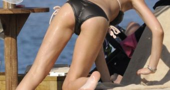 Celebrities ass bikini thong (Part one)