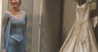 Elizabeth Lail as Anna - Once Upon a Time - Wedding dress