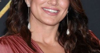 Gina Carano - Busty Muscular Hollywood Babe shows Pokies, Curves