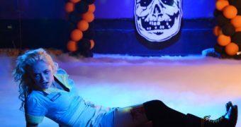 Maika Monroe super hot!