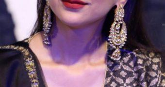 Aditi Rao Hydari- Beautiful Indian Bollywood Diva in Black Dress