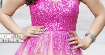 Hansika Motwani - Beautiful Indian Bollywood Celeb in Pink Dress