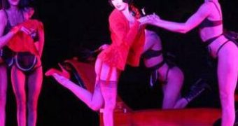 Dita von Teese and Crazy Horse: sexy show girls