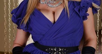 AMANDA HOLDEN FAKE PICS BDSM HARDCORE
