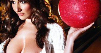 Lucy Pinder has fun with her big boobs retro style