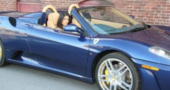 Drunk Sunny Leone is stopped in ferrari by a policewoman