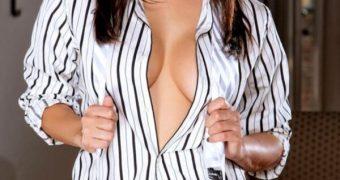 Sunny Leone in a dress shirt (no cap)