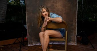 Jennifer Aniston Close Up Feet in Heels