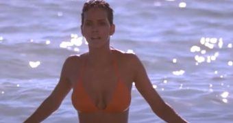 CTM HALLE BERRY BIKINI (CAPTURE)