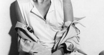 Brazilian actress Denisa Fraga has sexy soles!