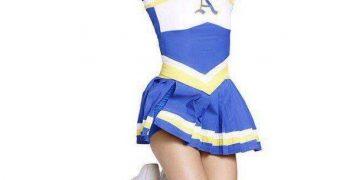 Cheerleaders: Rachel McAdams and Sarah Jeffery