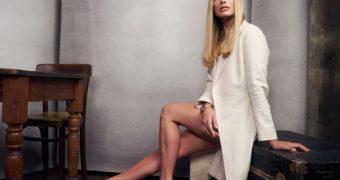 Margot Robbie Close Up Feet in Heels