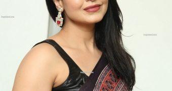 Nandini Rai- Beautiful Curvy Indian Bollywood Diva Gorgeous Pics