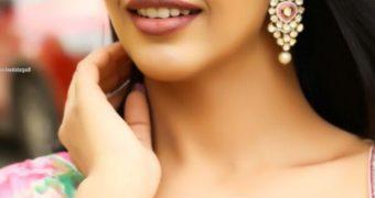 Daksha Nagarkar - Curvy Indian Bollywood Celeb in Gorgeous Saree