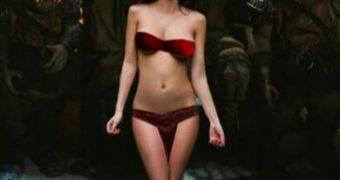 Wonderwoman (Gal Gadot) is Jabba the Hutts new slave girl