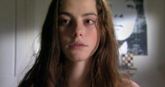Kristen Stewart and kaya scodelario  doppelganger battle
