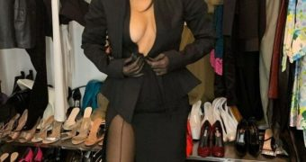 Kourtney Kardashian in black pantyhose